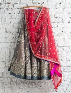 Check out 100 gorgeous lehengas by Swati Manish.From wedding lehengas to prewedding outfits,summer lehengas and even wedding guest outfits. Pakistani Dresses, Indian Dresses, Indian Outfits, Indian Clothes, Red Lehenga, Indian Lehenga, Bridal Lehenga, Anarkali, Indian Bridal Wear