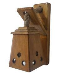 Aplica de perete din lemn de molid si abajur din placaj de fag  Produsul este lucrat manual. Materialul este uscat si lacuit pentru o buna conservare a lemnului. Functioneaza cu 1 bec cu soclu de tip E27, becul nefiind inclus in pret Produsul este realizat din materiale naturale  Detalii produs  Dimensiuni: lungime 18 cm/latime 10 cm/inaltime 31 cm  Greutate: 1.8 Kg  Materiale: lemn de molid, placaj de fag, iuta Door Handles, Doors, Home Decor, Door Knobs, Decoration Home, Room Decor, Home Interior Design, Home Decoration, Interior Design
