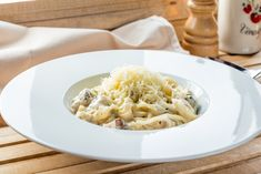 recept Cheddar, Spaghetti, Ethnic Recipes, Food, Fitness, Shredded Chicken, Tomato Sauce, Spices, Salads