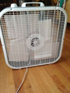 dryer sheets over fan to make house smell good. 36 Life Hacks Every College Student Should Know Dorm Life, College Life, College House, Pringles Dose, Cola Dose, Fee Du Logis, Just In Case, Just For You, All Colleges