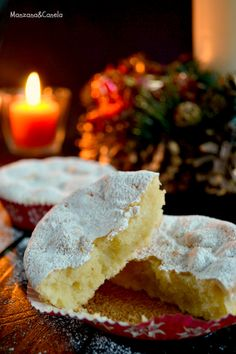 Marquesas : typical Christmas spanish cakes from Toledo eggs, ground almonds, sugar, 1 lemon zest, icing sugar for dusting) Hispanic Desserts, Spanish Desserts, Portuguese Desserts, Spanish Dishes, Portuguese Recipes, Cupcakes, Cupcake Cakes, Fondant Cakes, Christmas Desserts