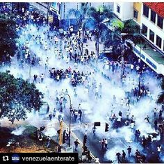 #Repost @venezuelaenterate ・・・ Represión hoy #20A altura El Rosal- Las mercedes. Caracas. #Cumana #Merida #Zulia #Tachira #Aragua #Barinas #Coche #Carabobo #Caracas #Maracay #Maracaibo #Barquisimeto #Valencia #Trujillo #Negocio #NuevaEsparta #Sucre #Margarita #Amazonas #Barquisimeto #Barinas #Bolivar #Anzoategui #Noticias #Venezuela #revocatorioya #madurorenunciaya
