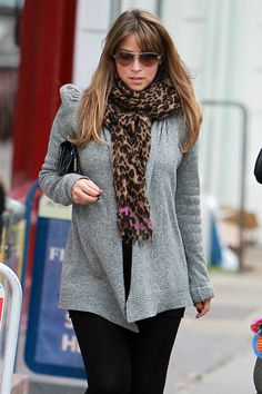 Rachel Stevens Patterned Scarf - Rachel Stevens paired her grey sweater with an on trend leopard print scarf. Leopard Print Scarf, Animal Print Scarf, S Club 7, Rachel Stevens, Grey Sweater, Her Style, Hair Beauty, Hair Color, Celebs