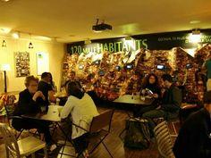 Expo Multimídia sobre a Rocinha, instalação montada no espaço cafe do 14º Festival de Cinema Brasileiro em Paris.