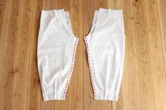 タック入りサーカスパンツの製図・型紙と作り方 | nunocoto fabric Fabric Patterns, Dress Patterns, Sewing Patterns, Yoga Trousers, Tandoori Masala, Salwar Designs, Dress Cuts, Fashion Sewing, Linen Pants