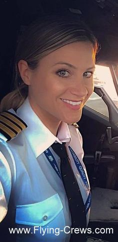 Female Pilot from All Over Flight Attendant Hot, Qantas Airlines, Pilot Uniform, Female Pilot, Air New Zealand, Cabin Crew, People Of The World, Beautiful Smile, Alaska