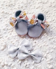 Interchangeable bow moccs - peach and grey genuine leather moccasins - floral bow- polka dot- baby girl shoes - baby girl moccasins