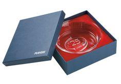 #Box für Glasschale • Repräsentative #Geschenkbox für Glasschale. • Mit Spezialpapier überzogene #Stülpdeckelschachtel • Logo im #Siebdruck • An den Inhalt angepasste, stoffkaschierte Ausnehmung • #Dinkhauser Kartonagen, # Buchbinderei, #Verpackung