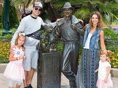 Jessica Alba Celebrates Honor's 6th Birthday at Disneyland http://musicinthewomb.com/content/jessica-alba-celebrates-honors-6th-birthday-at-disneyland