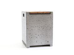 Der Betonhocker wird in unserer Berliner Manufaktur exklusiv hergestellt. Dieses Designmöbel von WertWerke ist absolut unkompliziert und gastfreundlich.