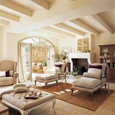 Con chaises longues  El mueble perfecto para tumbarse, descansar o leer. Un estar informal con dos ambientes que pueden combinarse según el ...
