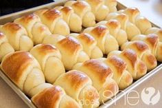Delicious And Easy Dinner Rolls - I'm always in charge of the bread for the family, I made these for Easter and they said they were the best yet :] Dinner Rolls Recipe, Dinner Recipes, Roll Recipe, Recipe Box, Recipe Ideas, Breakfast Recipes, Good Food, Yummy Food, Bread Recipes