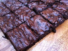 Chewy chocolate brownies with gooey nutella made by @thelittleloaf