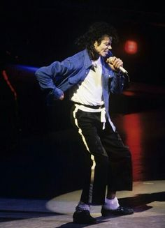 Michael Jackson 1981 - 1990 / Blue Shirt