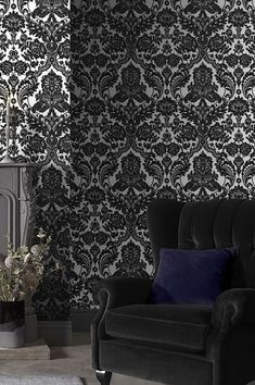 Do you love the cinema? For instance movies based on the thrilling works of Oscar Wilde or Edgar Allen Poe? Then this sophisticated flock wallpaper in black and silver sheen is the right choice for you! Exciting stories around dark mysteries, a hint of the otherworldly in haunted Victorian houses - this floral Baroque pattern implies all that and more. #interiorideas#wallcovering #wallcovering#homeinspiration