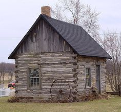 Pioneer one room cabin interior bing images cabins for Colonial log homes