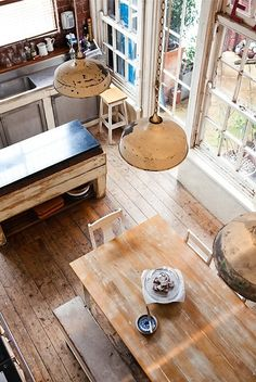 Love the tones of the wood... and that table!