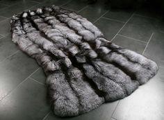 scandinavian-silverfox-fur-carpet-1_1280x1280@2x.jpg (2560×1883)