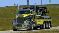 This big Kenworth tri-axle daycab wrecker really turns heads on the interstate! Kenworth Trucks, Peterbilt, Quito, Western Star Trucks, All European Countries, Towing And Recovery, Pt Cruiser, Road Train, Show Trucks