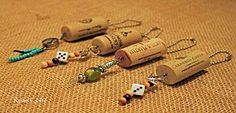 Wine Cork Keychain Craft Featured At Wine Ethusiast - Rustic Crafts & Chic Decor Wine Craft, Wine Cork Crafts, Wine Bottle Crafts, Cute Crafts, Diy Crafts, Recycled Wine Corks, Recycled Bottles, Wine Bottle Corks, Bottle Candles