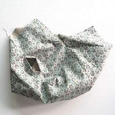 A step-by-step tutorial with photos Sewing Tutorials, Sewing Patterns, Hobo Bag Patterns, Fabric Crossbody Bags, Diy Bags Tutorial, Origami Ornaments, Hobo Handbags, Knitted Bags, African Fabric