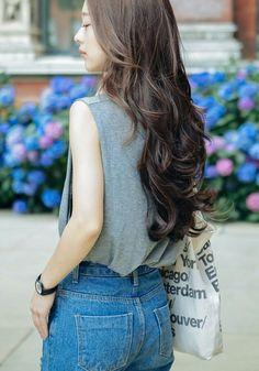 Park seul More Curled Hairstyles, Pretty Hairstyles, Park Seul, Hair Inspo, Hair Inspiration, Bora Lim, Long Wavy Hair, Asian Hair, Face Hair