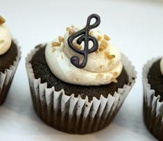 Piano Recital cupcakes--cute and simple! Music Cupcakes, Piano Cakes, Chocolate Shapes, Salted Caramel Cupcakes, Piano Recital, Partys, Diy Cake, Muffins, Cupcake Cakes