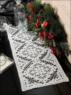 I love filet crochet.