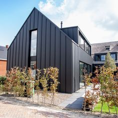 House Cladding, Exterior Cladding, Metal Cladding, Black House Exterior, Modern Exterior, Modern Barn House, Modern House Design, Architecture Details, Modern Architecture