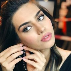 Amine Gülşe Turkish Fashion, Turkish Beauty, Classy Girl, Actrices Hollywood, New Wedding Dresses, Turkish Actors, Angelina Jolie, Beautiful Eyes, Hair Looks