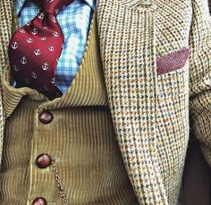 I need a tweed blazer in my life! Love the combination of the tie, corduroy vest, and tweed blazer. Tweed Run, Tweed Jacket, Tweed Blazer, Ivy League Style, Mode Costume, Professional Dresses, Gentleman Style, Mode Inspiration, British Style