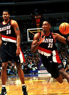 Scottie Pippen was traded by the Rockets to the Portland Trailblazers before the season for a package of players that included Stacy Augmon. Basketball Tumblr, Basketball Videos, I Love Basketball, Basketball Pictures, Basketball Legends, Basketball Players, Basketball Cupcakes, Basketball Tattoos, Basketball Bedroom