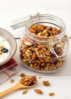 Cómo hacer granola casera crocante | Receta paso a paso Si te fascina este alimento, aquí te enseñaremos fácilmente a preparar granola casera crocante con nuestro paso a paso. ¡Hazlo tú misma y hasta para vender!