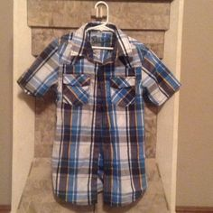 Short sleeve boys shirt 60%cotton. 40%polyester perfect condition, worn 2x, fits 8-10 boy Helix Shirts & Tops Button Down Shirts