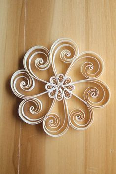 Single Snowflake A Beautiful Decoration for di QuintQuillingShop for quilling on Etsy, the place to express your creativity through the buying and selling of handmade and vintage goods. Paper Quilling For Beginners, Paper Quilling Tutorial, Paper Quilling Flowers, Paper Quilling Cards, Paper Quilling Patterns, Origami And Quilling, Quilled Paper Art, Quilling Techniques, Origami Flowers