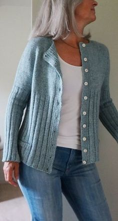 Ravelry: Morlaix Cardi pattern by Regina Moessmer. 7 Euros on Ravelry. Sweater Knitting Patterns, Cardigan Pattern, Knitting Designs, Knitting Yarn, Knit Patterns, Knit Cardigan, Knitting Sweaters, Vogue Knitting, Knit Or Crochet