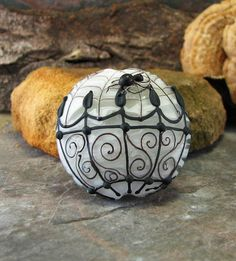 A Walk In The Quarter - lampwork bead - This is one of my all time favorite glass artists!