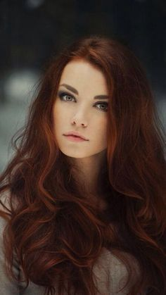 """Auburn hair color is a variation of red hair color but is more brownish in shade. Just like the ombre,Read More Flattering Auburn Hair Color Ideas"""" Auburn Balayage, Dark Balayage, Hair Color Auburn, Auburn Red, Long Auburn Hair, Light Auburn, Corte Y Color, Cool Hair Color, Hair Colors"""