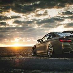 BMW F82 M4 green slammed