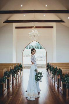 Decoração da igreja para um casamento minimalista