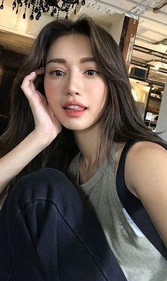 10 Makeup Tutorials You Need in Your Life Korean Aesthetic, Aesthetic Girl, Ulzzang Korean Girl, Ulzzang Fashion, Beautiful Asian Women, Asian Beauty, Korean Beauty Girls, Pretty Face, Pretty People