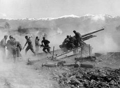 World War II: Battle of Greece: German artillery fires during the advance through Greece, 1941 T 62, Roman Republic, History Online, The Third Reich, Felder, Miss World, German Army, Luftwaffe, Special Forces