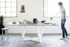Ein Holztisch mit einem ordentlichen Design: Innovativ, exklusiv und praktikabel. Hier entdecken und kaufen: http://www.sturbock.me/