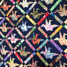 """peace quilt"" by scrappy quilts, cute! origami flapping birds done in exotic japanese print fabrics against a indigo blue sashiko-worked background Origami Quilt Patterns, Japanese Quilt Patterns, Japanese Patchwork, Japanese Quilts, Fabric Origami, Japanese Fabric, Quilt Block Patterns, Quilt Blocks, Japanese Crane"