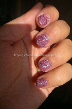 NOTD – Gorgeous Pink Glitter Nail Art With Steps