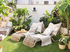 Une terrasse parfaitement aménagée à lesprit nature - PLANETE DECO a homes world Outdoor Spaces, Outdoor Living, Outdoor Decor, Outdoor Patios, Outdoor Kitchens, Home Furniture, Outdoor Furniture Sets, Rustic Furniture, Furniture Stores