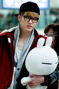 Tuzki Plush: EXO's Kris and his Tuzki! Photo by http://weibo.com/worikae at the Beijing Capital International Airport.