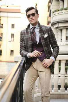 Tailor-made grey by Sartoria Partenopea, a custom order from Secret Location. - Finds of on Tailor Made Suits, Made To Measure Suits, Mens Style Guide, Men Style Tips, Suit Up, Fashion Beauty, Fashion Tips, Men's Fashion, Latest Mens Fashion