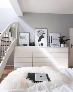 Lots of white in a modern minimalist bedroom with pale grey walls. Lots of white in a modern minimalist bedroom with pale grey walls. Bedroom Apartment, Home Bedroom, Bedroom Decor, Bedroom Inspo, Bedroom Ideas, Master Bedroom, Modern Minimalist Bedroom, Bedroom Modern, Ikea Bedroom White