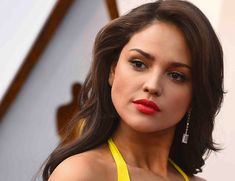 The romantic story of Eiza González in Hollywood: from Liam Hemsworth to Luke Bracey Luke Bracey, Aaron Diaz, Australian Actors, Moving To Los Angeles, Hollywood Cinema, Liam Hemsworth, Russian Models, Old Actress, Stunning Women